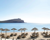 προσφορές για την παροχή υπηρεσιών (ενοικίαση κρεβατιών θάλασσας και ομπρελών) σε διάφορα σημεία της παραλίας